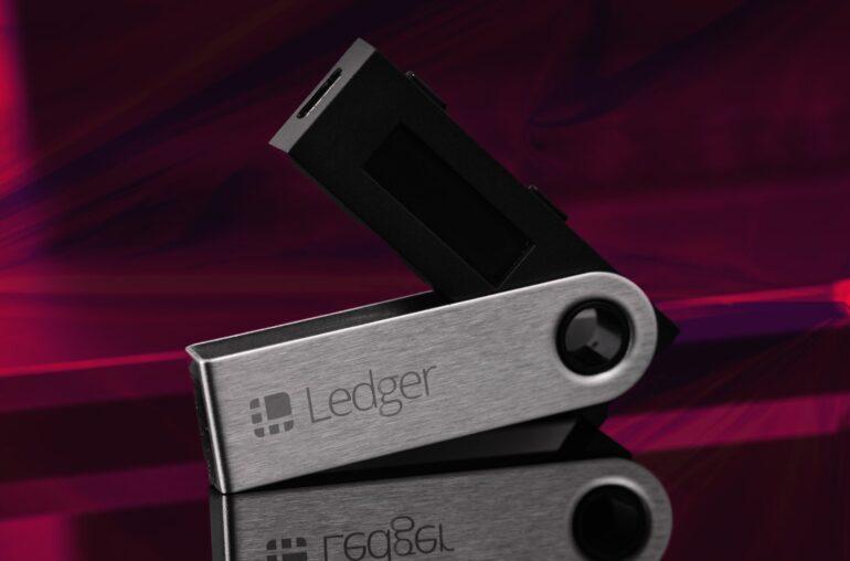 Base de datos que contiene información personal de más de 270.000 clientes de Ledger publicada en RaidForums
