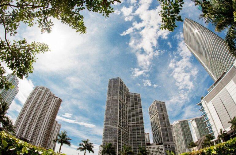 El alcalde de Miami explora la idea de poner el 1% de las reservas del tesoro en Bitcoin