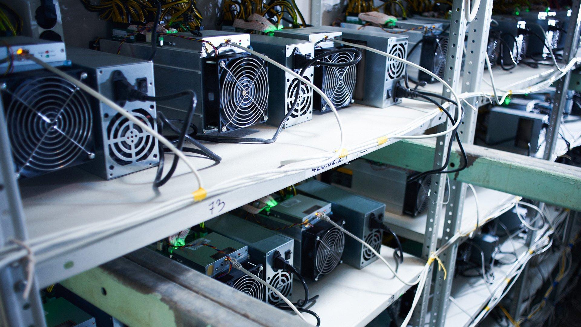Hut8 pide prestados ~ $ 12 millones de la fundición de DCG para ordenar nuevos mineros de bitcoin