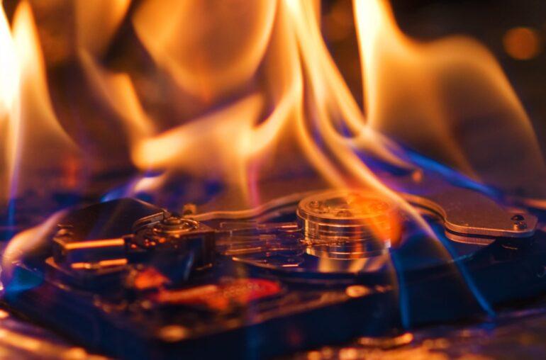 Objetos perdidos: el hombre recupera Bitcoin de un disco duro quemado en un incendio