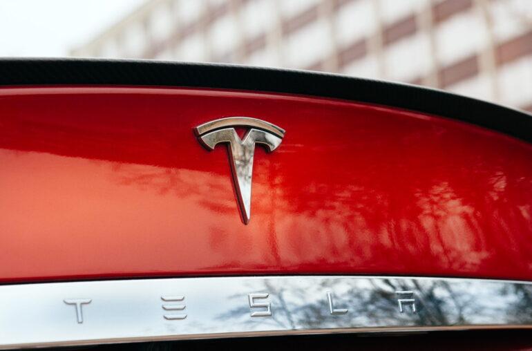 La capitalización de mercado de Bitcoin supera a Tesla, aquí están las siguientes empresas