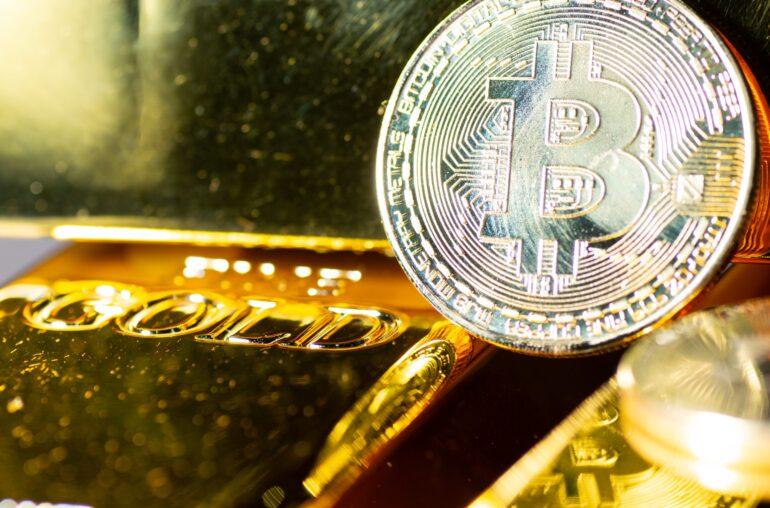 La comparación de gráficos demuestra la eficacia de la narrativa de Bitcoin Digital Gold