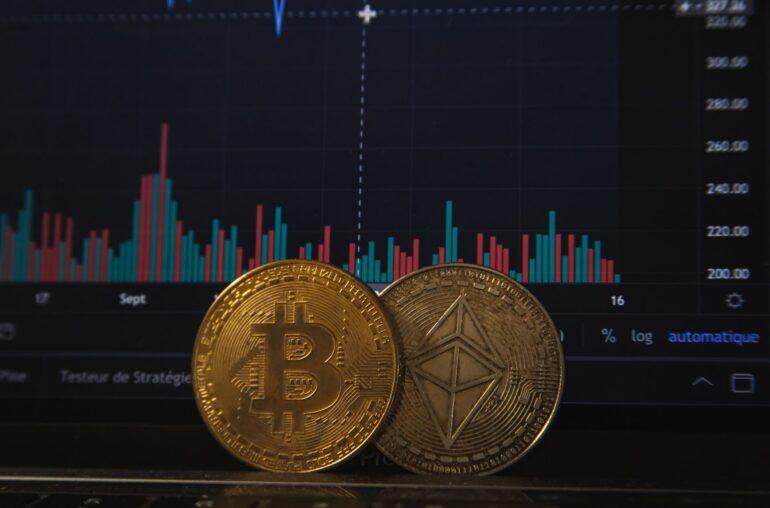 Bitcoin rebota cuando expira $ 6.4B en opciones, la compra institucional se ralentiza: ¿qué sigue?