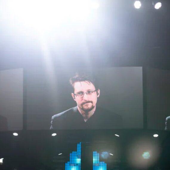 Lo que Edward Snowden piensa que la riqueza de «nivel dragón» le hará a Bitcoin