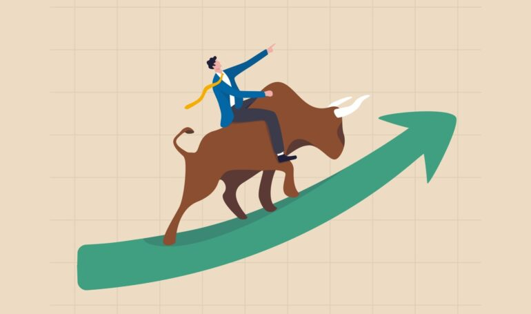 Picture of a person riding a bull up a green arrow, depicting altcoin run-up
