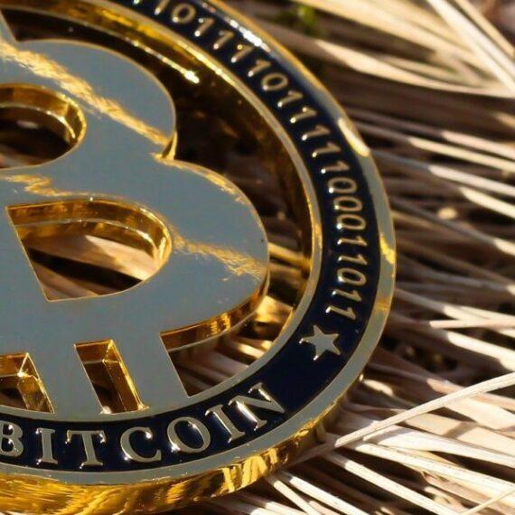 'Si ha arriesgado su dinero para comprar acciones de MSTR y Bitcoin sube …'